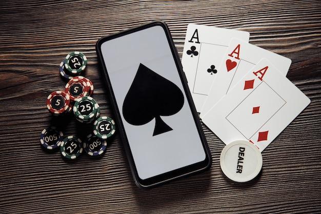 Foto Premium    Tampilan teratas permainan poker online di ponsel