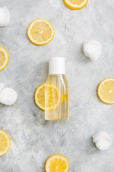 Prodotto detergente all'arancia vista dall'alto