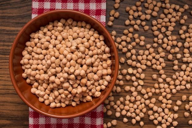 ボウルに有機ひよこ豆の上面図