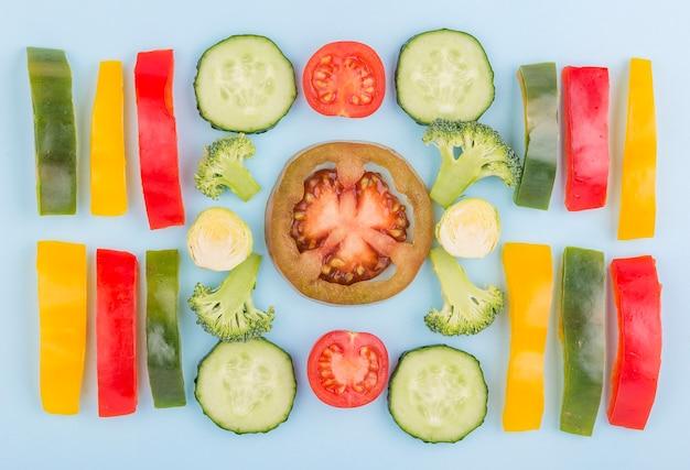 テーブルの上のトップビュー有機野菜