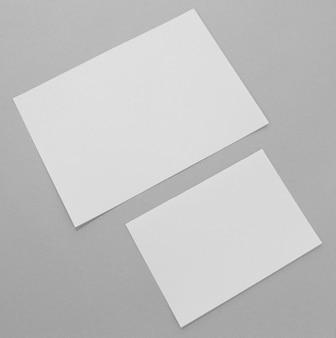 Disposizione dei pezzi di carta vista dall'alto