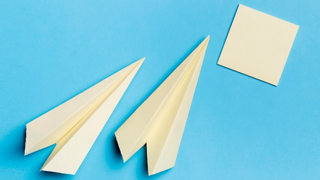 Top view paper planes with sticky notes on the desk