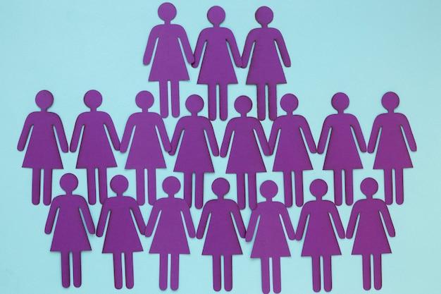 Vista dall'alto di donne di carta per la festa della donna