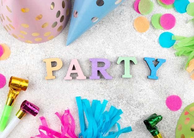 Ассортимент предметов для вечеринки, вид сверху