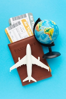 Вид сверху паспорт и расположение билетов
