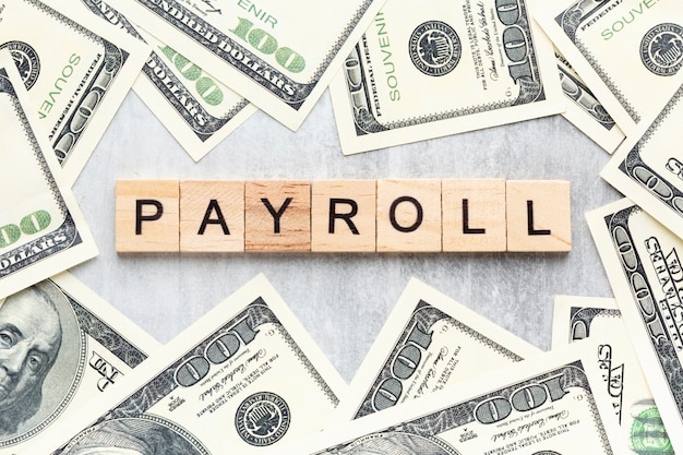 Концепция расчета заработной платы с банкнотами