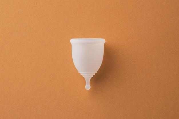 Фотография менструальной чаши на бумаге вид сверху