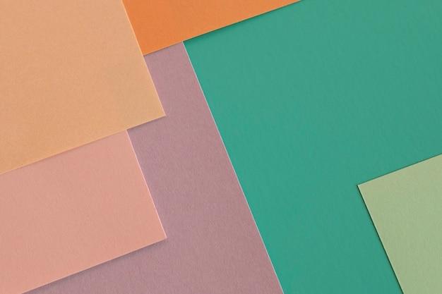 Vista dall'alto mucchio di strati di carta colorata