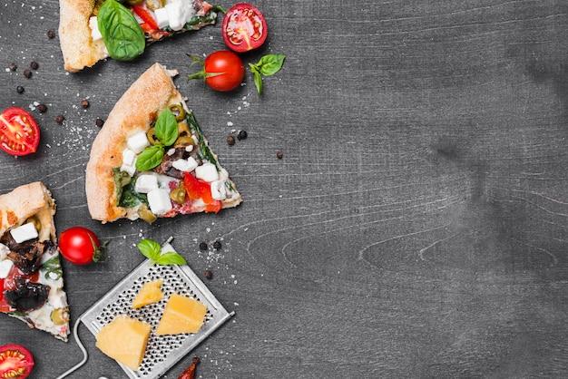 야채와 함께 상위 뷰 피자 프레임