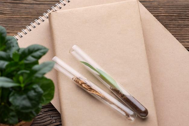 상위 뷰 식물, 튜브 및 책