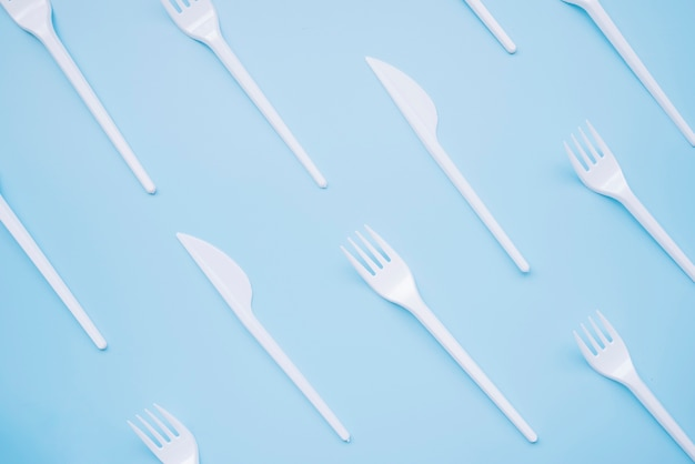 Top view plastic knives and forks