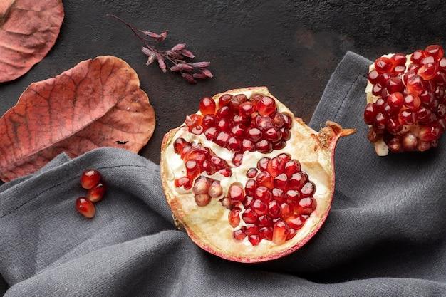 Вид сверху граната осенние фрукты