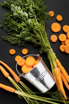 Композиция из сырой моркови