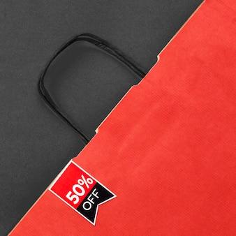トップビューの赤いショッピングバッグ