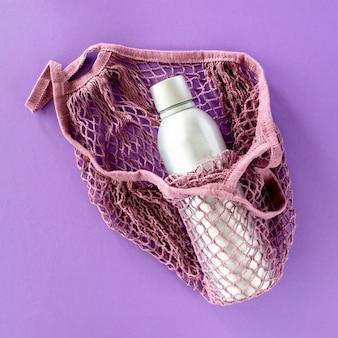 トップビューの再利用可能なバッグと魔法瓶