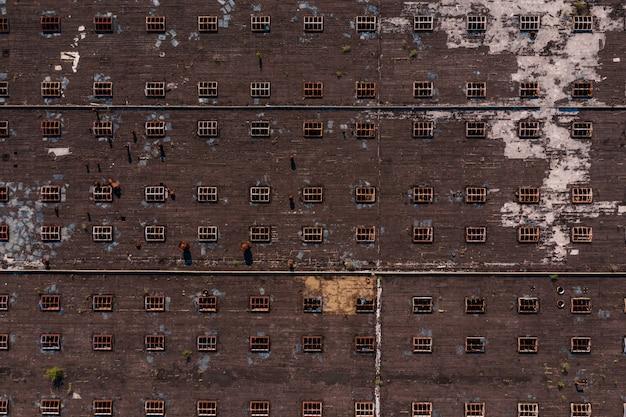 Vista dall'alto della struttura del tetto con finestre