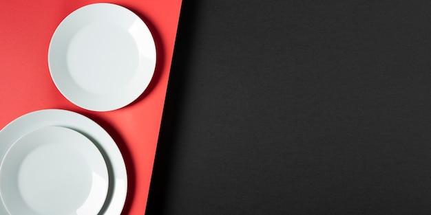 Disposizione dei piatti rotondi di vista superiore con lo spazio della copia