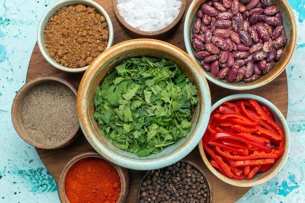 水色のテーブルペッパー塩の写真の色に緑の塩コショウを使った上面調味料