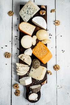 테이블에 미식가 치즈의 상위 뷰 선택