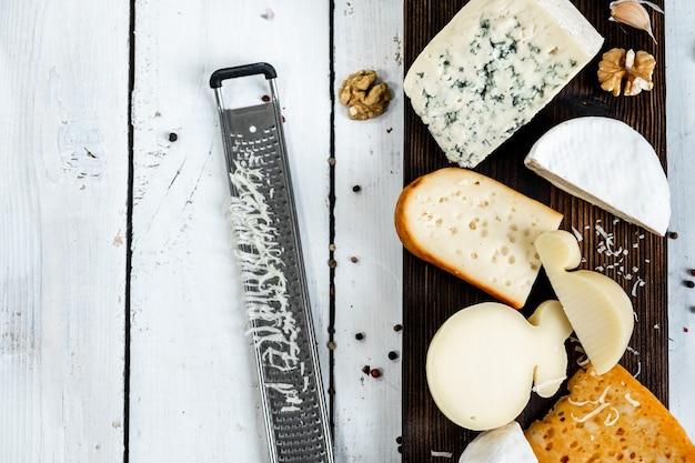 복사 공간이있는 미식가 치즈의 상위 뷰 선택