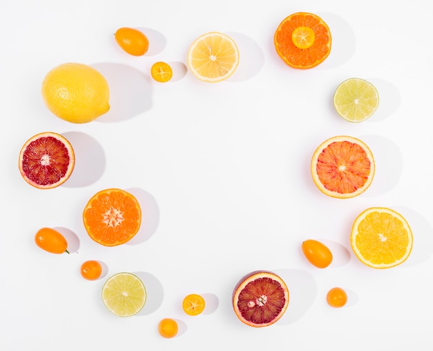 オーガニックレモンとグレープフルーツのトップビューの選択