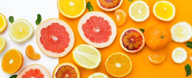 Top view slices of fruit