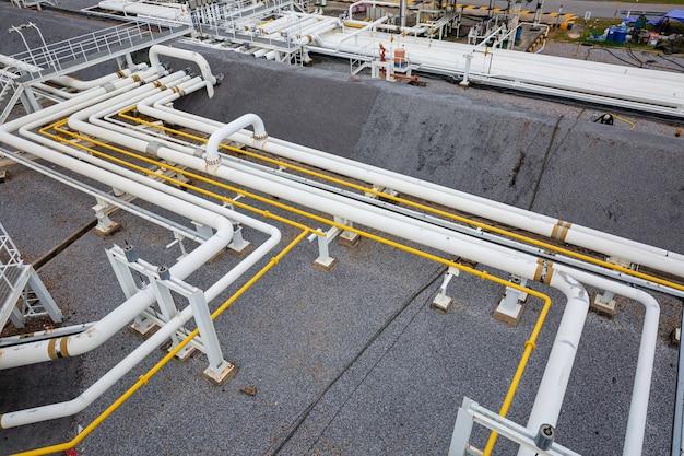 Завод по производству стальных длинных труб и клапанов на нефтеперерабатывающем заводе, вид сверху