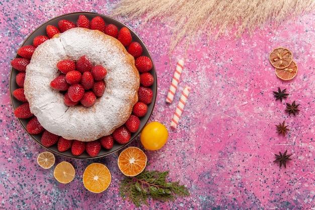 핑크에 레몬 상위 뷰 설탕 가루 파이 딸기 케이크