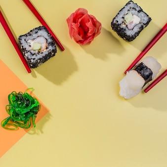 Вид сверху суши роллы на праздник