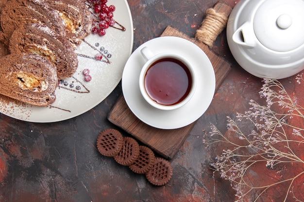 Vista dall'alto di biscotti dolci a fette torte cremose