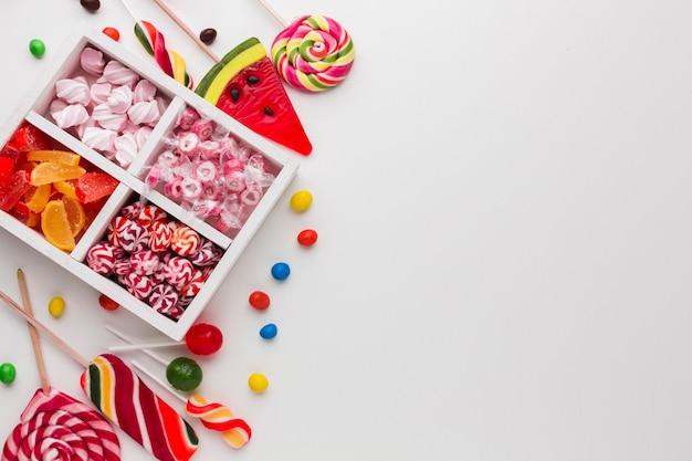 Вид сверху конфеты с копией пространства