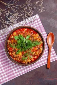 어두운 표면 소스 식사 요리 음식에 채소와 함께 상위 뷰 맛있는 요리 야채 소스 식사