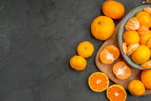 Top view tasty juicy tangerines inside plate on grey background