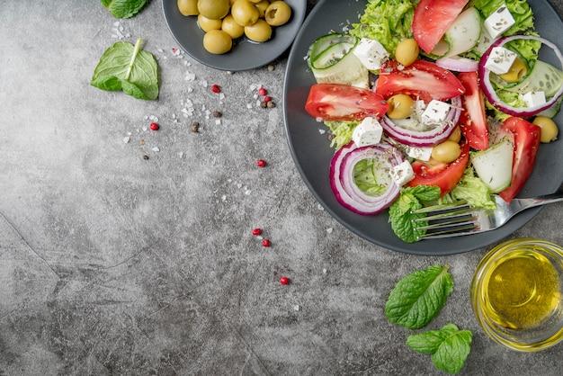 유기농 야채와 함께 상위 뷰 맛있는 샐러드