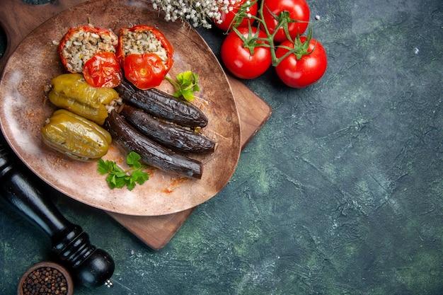 빨간 토마토, 식사 저녁 식사 색상 요리 요리 음식과 상위 뷰 맛있는 야채 돌마