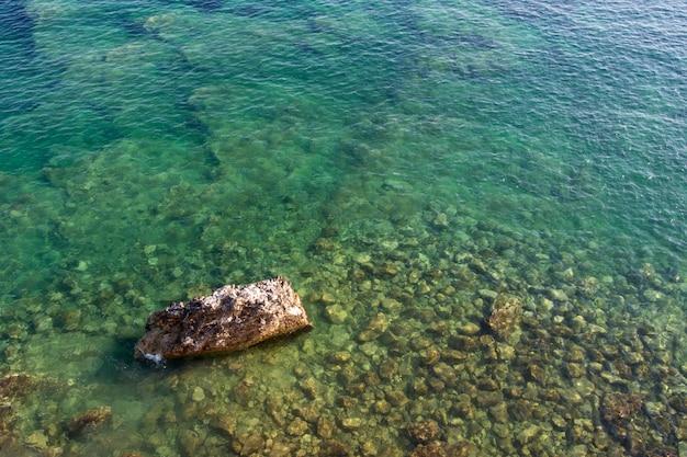 맑은 아드리아 해수에 대한 상위 뷰