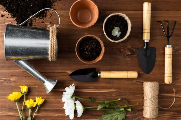 Инструменты для садоводства вид сверху