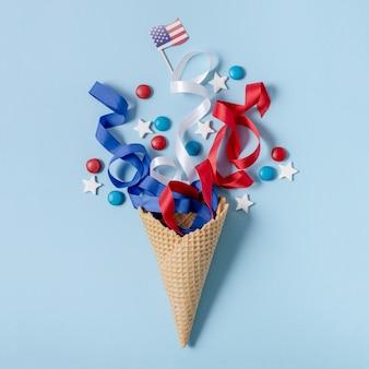 Вид сверху флаг сша и конфетти