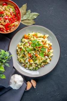 어두운 배경 식사 다이어트 수평 빵 요리 색상 점심 음식 건강에 상위 뷰 야채 샐러드