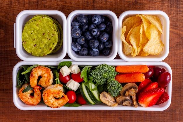 Композиция из овощей и фруктов сверху