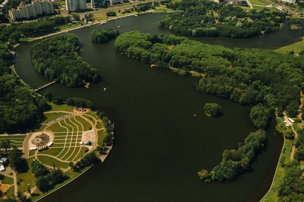 Top view of the victory park in minsk and the svisloch river.a bird's-eye view of the city of minsk and the park complex.belarus