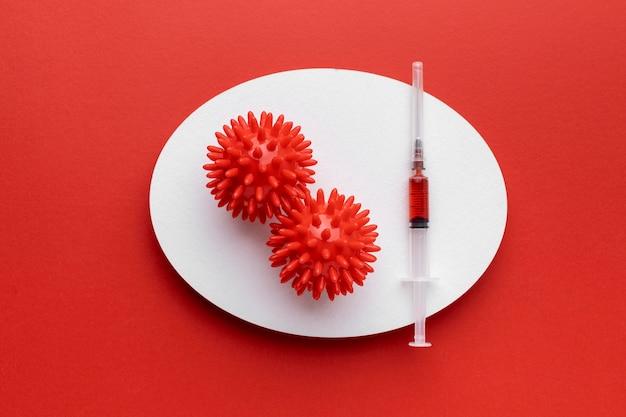 Vista dall'alto di virus con vaccino
