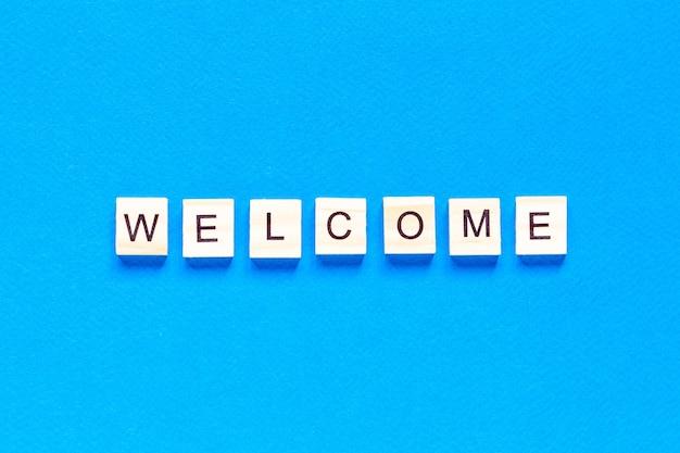 Добро пожаловать в вид сверху с деревянными буквами