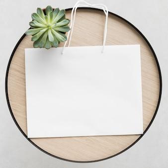 Vista dall'alto sacchetto di carta bianca