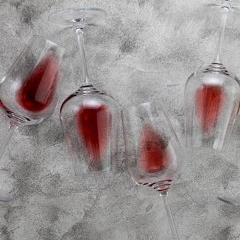 大理石の背景に平面図ワイングラス