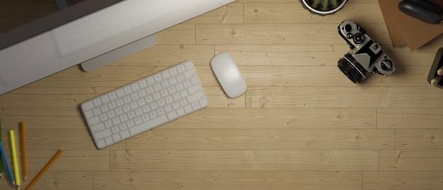 Вид сверху деревянный офисный стол с настольным компьютером устройство копирование пространства деревянный рабочий стол