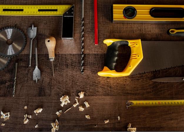 机の上のトップビュー木製ツール