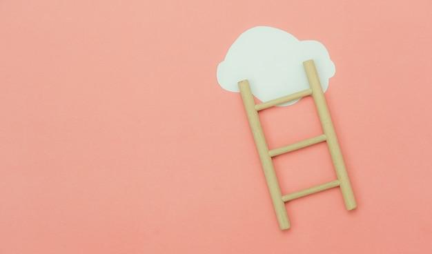 계단 계단과 같은 구름이 있는 상위 뷰 나무 사다리