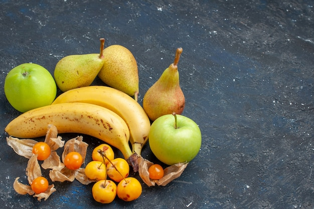 上面図黄色いバナナのペアと新鮮な青リンゴ梨ダークブルーの背景フルーツベリー新鮮な健康ビタミン甘い