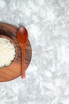 흰색 접시 안에 상위 뷰 맛있는 밥